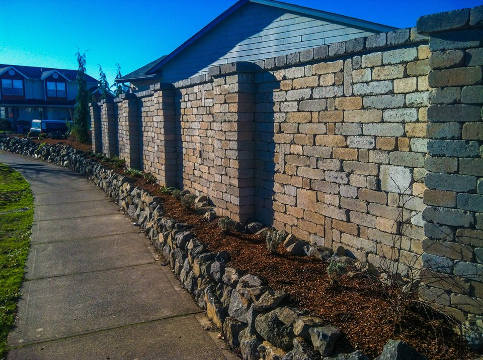 Segmental block retaining wall